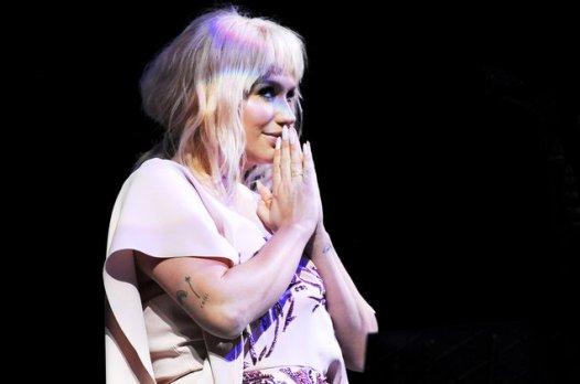 Kesha-2016-Humane-Society-Gala-billboard-1548-650
